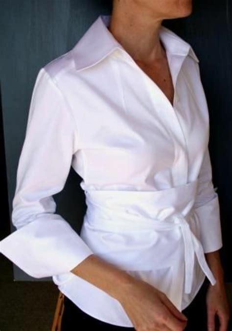 Crisp Feminine Top 2 by Une Chemise Blanche Femme Classique Moderne