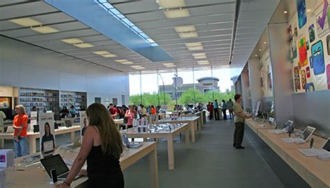 best buy takes cue from apple in new retail store design