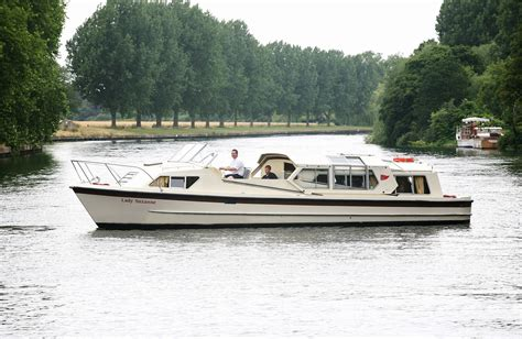 thames river boat day hire boating holidays cruiser boat hire day boats on the