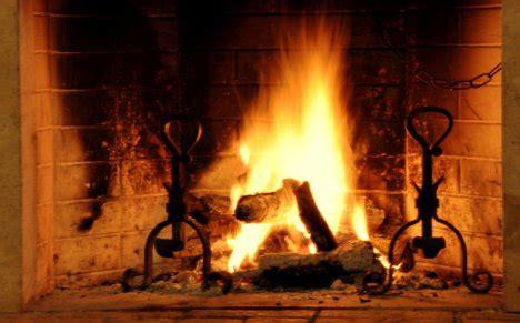 foto di camini accesi parigi proibisce i caminetti vietato bruciare legna in