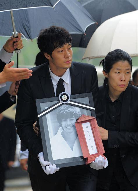 so ji sub namorada so ji sub photos photos funeral held for south korean
