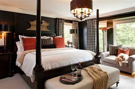 chambre avec lit baldaquin la d 233 co en noir conquiert la chambre 224 coucher