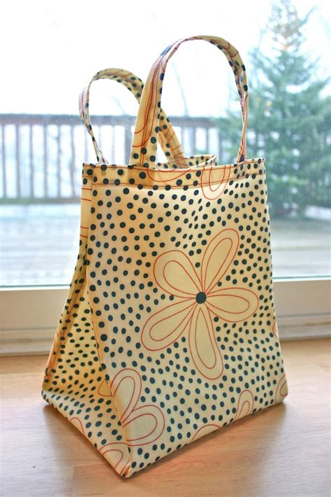 pattern for fabric lunch bag zaaberry oilcloth lunch tote tutorial