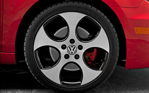 volkswagen gti wheels 28k high performance two door comparison motor trend