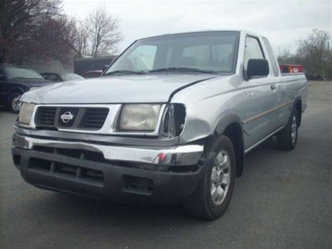 2000 nissan frontier xe pick up truck with 4 cylinder twin cam 16 valve engine 5 speed manual t find used 2000 nissan frontier xe extended cab pickup 2 door 2 4l in waynesboro pennsylvania