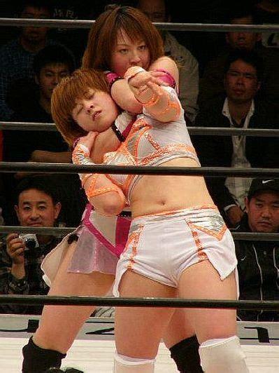 How To Apply A Sleeper Hold nishio applying a sleeper hold japanese