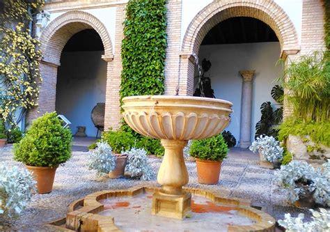 reserva patios de cordoba ruta guiada accesible a los patios alc 225 zar viejo en