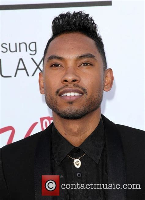 miguel photos photos 2012 billboard music awards miguel has a problem singer told not to jump at billboard