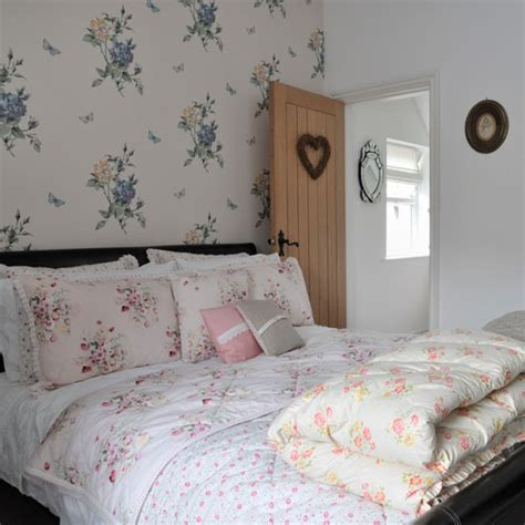 vintage style bedroom ideas chintzy bedroom real homes vintage style victorian