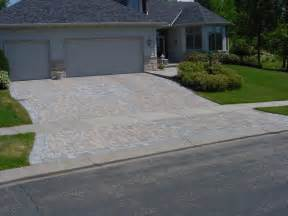 Driveway Decorations - benefits and drawbacks of concrete driveways