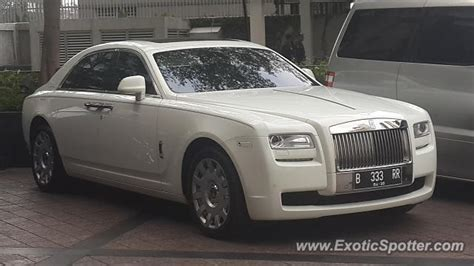 roll royce indonesia rolls royce ghost spotted in jakarta indonesia on 11 05 2017