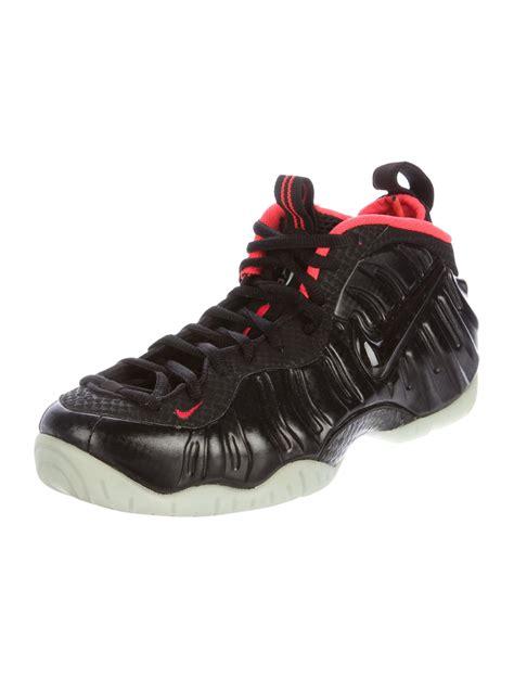 nike air sneakers nike air foosite sneakers shoes wu221392 the realreal