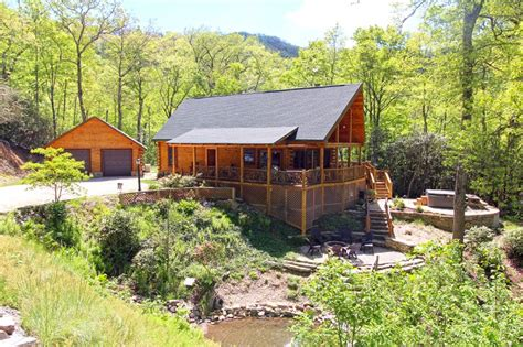 secluded log cabin with mountain view and room near