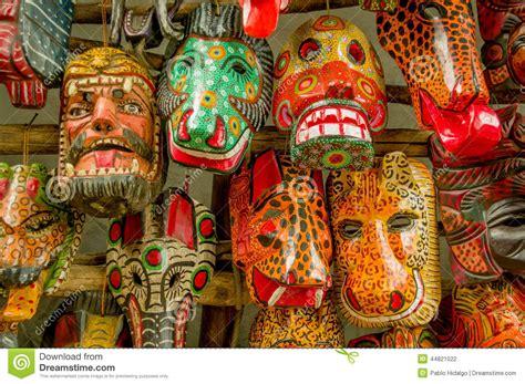 imagenes de artesanias mayas mercado de madera maya de guatemala de las m 225 scaras foto