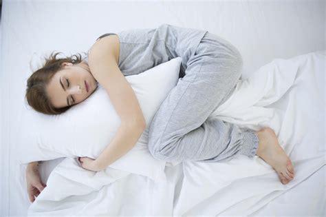 position du lit pour mieux dormir pour mieux dormir douchez vous le soir madame figaro