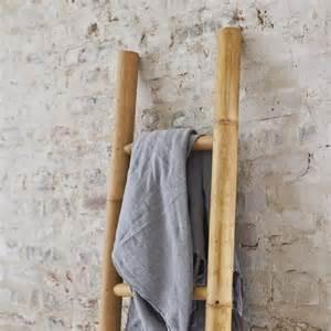 serviette de bain en bambou porte serviette en bambou pas cher pour salle de bain tikamoon