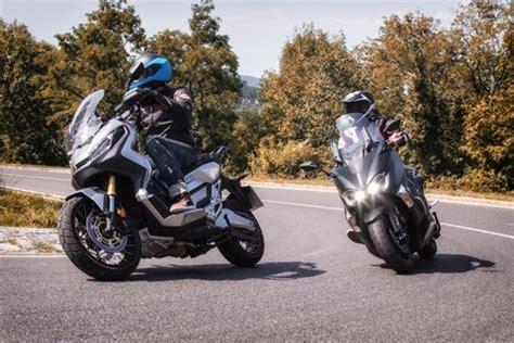 Motorrad Roller Vergleich by Motorrad Testberichte F 252 R Roller Motorr 228 Der