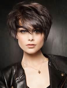 coupe de cheveux lune robin lai
