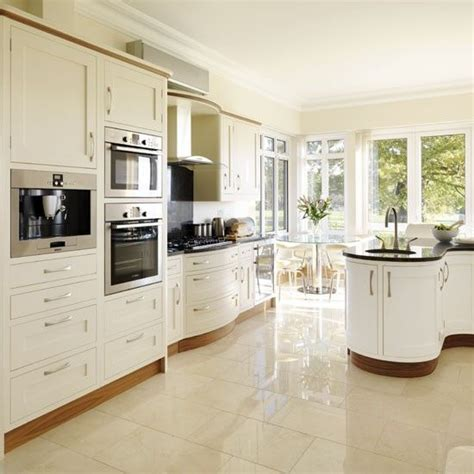 cream country kitchen ideas best 25 cream kitchens ideas on pinterest cream kitchen