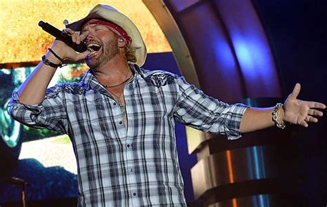 toby keith football toby keith s son stelen keith covel makes youth all