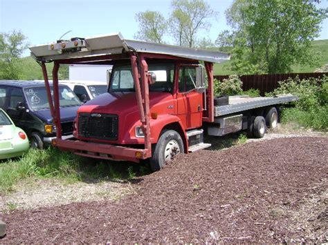 wtf overloaded hauler 3 car trailer 5th wheel crazy under freightliner car hauler autos post