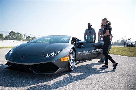 Drive A Lamborghini For A Day Lamborghini S Esperienza Driving Experience Program