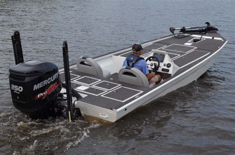 gator trax boats at bass pro research 2017 gator trax boats striking series on