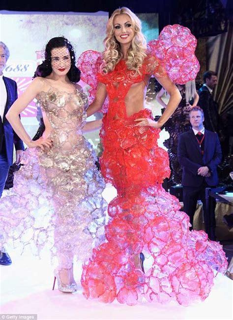 Dress Anak Tita By Hdnet dita teese nyaris dengan gaun dari plastik