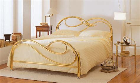 letti ottone come scegliere un letto in ferro battuto metallo o ottone