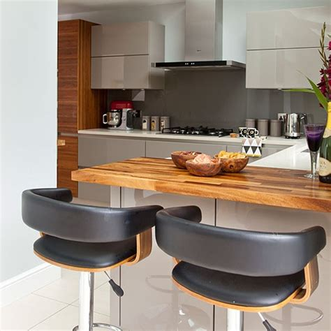 wohnideen bar modern kitchen with oak breakfast bar decorating