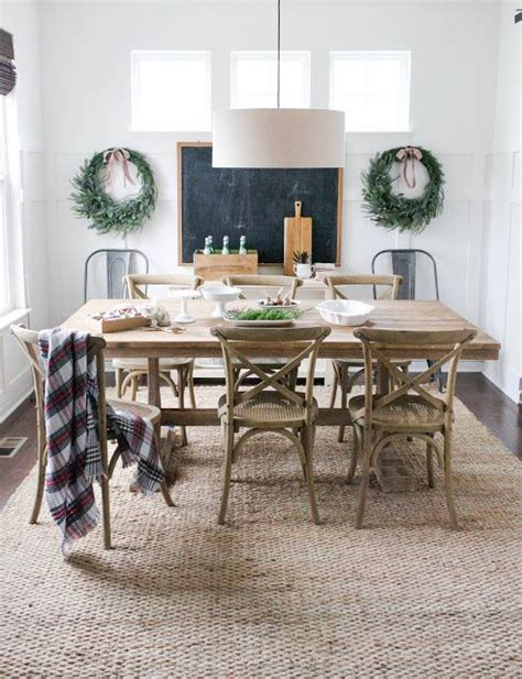 Rug In Dining Room 1000 Ideas About Dining Room Rugs On Pinterest Farmhouse Rugs Family Room Decorating And