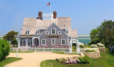 Polhemus Savery Dasilva Cape Cod House Renovation | custom home builder schumacher homes