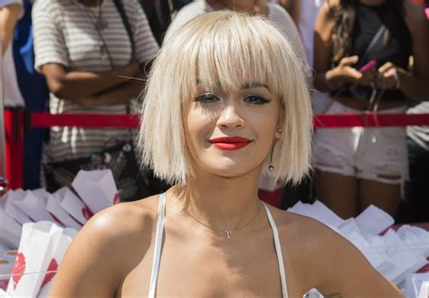 Anor Bob Hairstyle Variation Rita Ora Blunt   Medium Hair