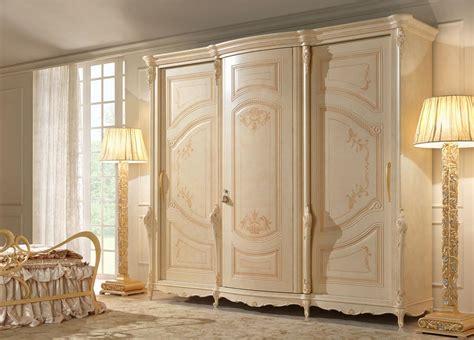 immagini armadi armadio a 3 ante dipinto a mano in stile classico
