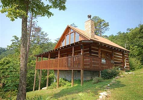 2 bedroom cabins in pigeon forge tn bearfootin 2 bedroom vacation cabin rental in pigeon forge tn