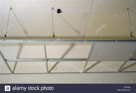 decke gipskarton construction of the structure of a suspended ceiling with
