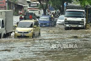 jalur bandung garut  terendam banjir republika