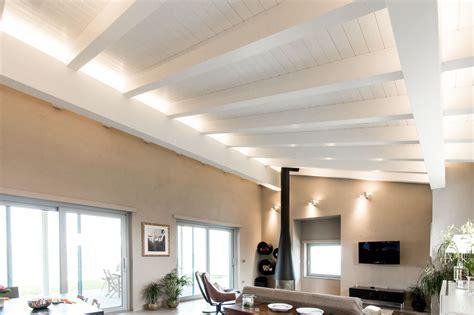 soffitti in legno lamellare soffitti in legno lamellare bianco travi a vista bianche