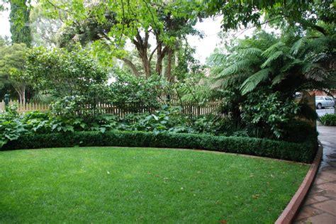 andrew renn design beautiful gardens  melbourne