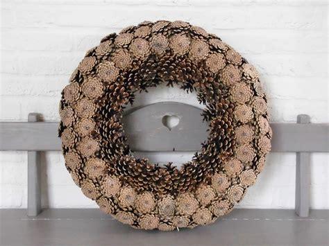 krans dennenappels knutselen wreaths