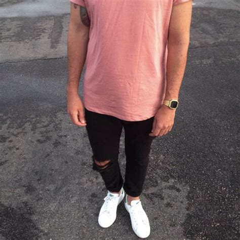 Ripped Strit 3 pink shirt black ripped shoes wear xx