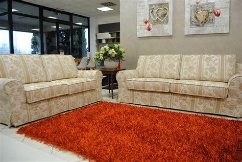 divani classici in tessuto coppia di divani classici in tessuto divani a prezzi