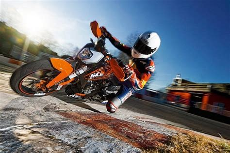 Top Speed Ktm Duke 125 2012 Ktm 125 Duke Review Top Speed