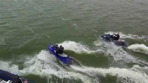 waterscooter friesland waterpolitie oefent met waterscooters op het ijsselmeer