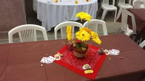 centros de mesa con sombreros centro de mesa fiesta vaquera zulema pinterest