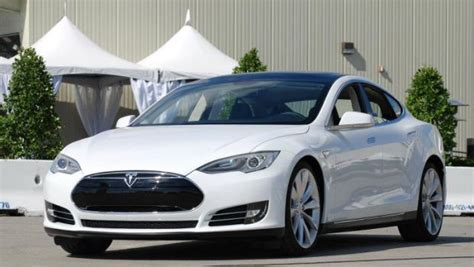 Tesla Lease Cost New Tesla Lease Cuts Costs 25 Comes With Happiness