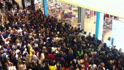 I Shoppers From Outfitters by Footage Black Friday At Outfitters