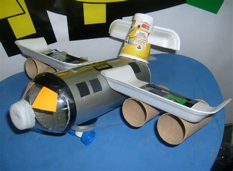 como hacer un avion de material reciclable aviones con material reciclado imagui