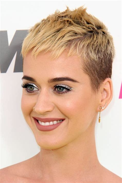 haircut on pinterest pixie haircuts pixie cuts and asymmetrical 685 best hair styles images on pinterest pixie cuts