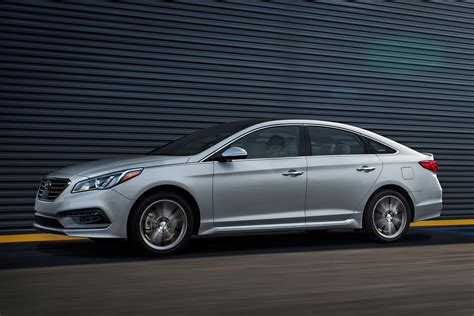 hyundai sonata airbag recall 2016 hyundai sonata recalled for defective driver side airbags